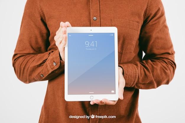 Mock up met een jonge tablet