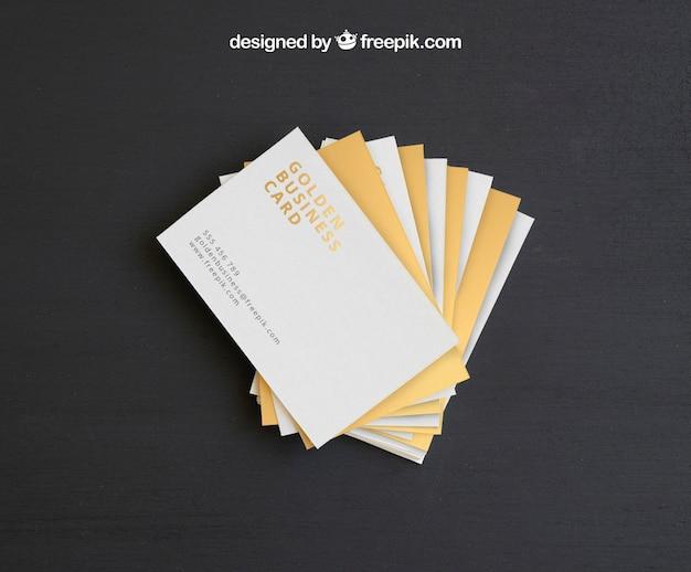 Mock up y plantilla de tarjetas de visita doradas