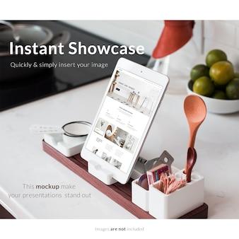 Mock up de tableta con elementos de cocina