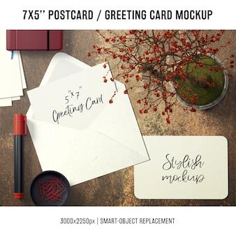 Mock up de tarjeta de agradecimiento