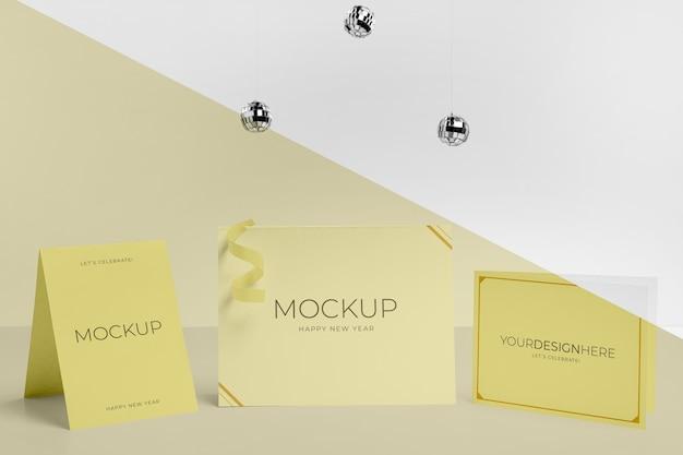 Mock-up uitnodiging met vooraanzicht van discoballen