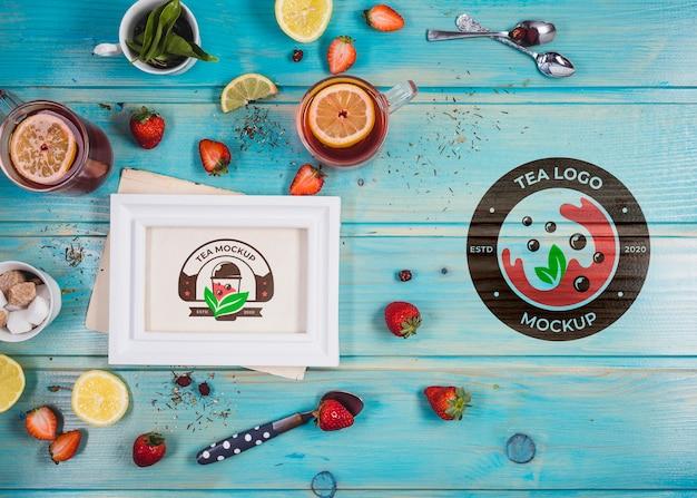 Mock-up van aardbeien en citroenthee