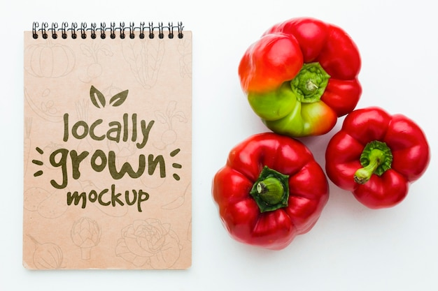 Mock-up van zoete paprika's met lokaal geteelde groenten