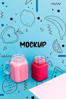 Mock-up voor fruitsmoothies met hoge hoek