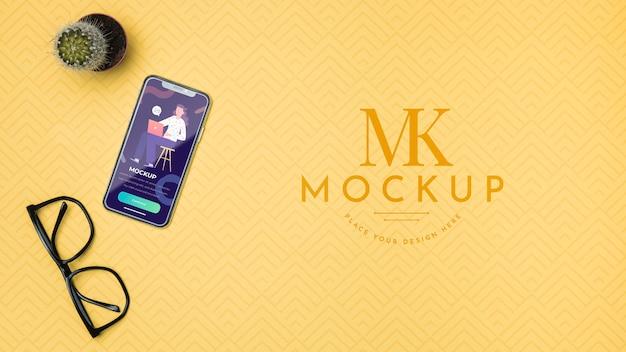 Mock-up voor mobiele telefoon en leesbril