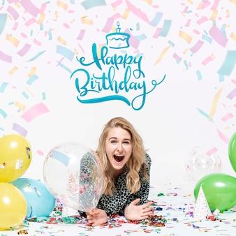 Mock-up vrouw viert verjaardagspartij