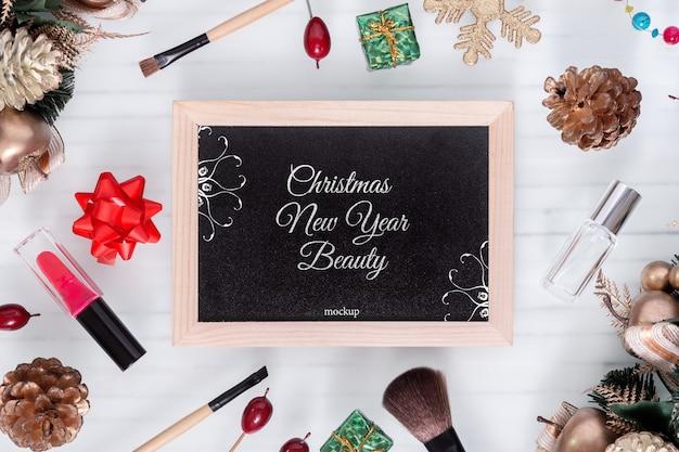 Mockup blackbord voor schoonheid kerst nieuwjaar concept