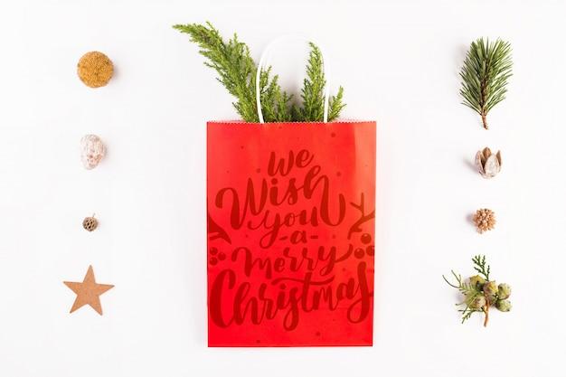 Mockup de bolsa de compras con concepto de navidad