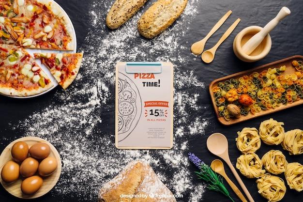 Mockup de carpeta de pinza con diseño de pizza