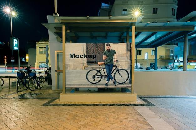 Mockup de cartelera en estación de metro