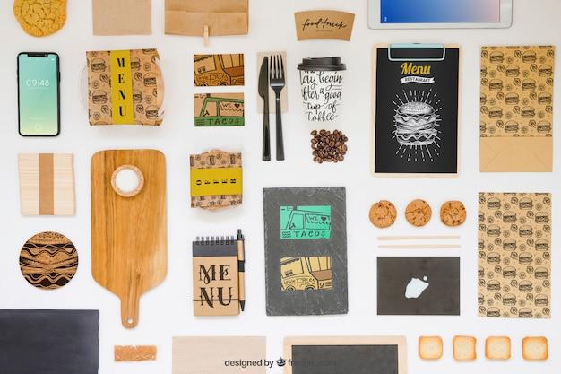 Mockup de comida para llevar con varios objetos