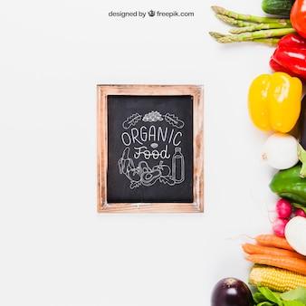 Mockup de comida sana con pizarra