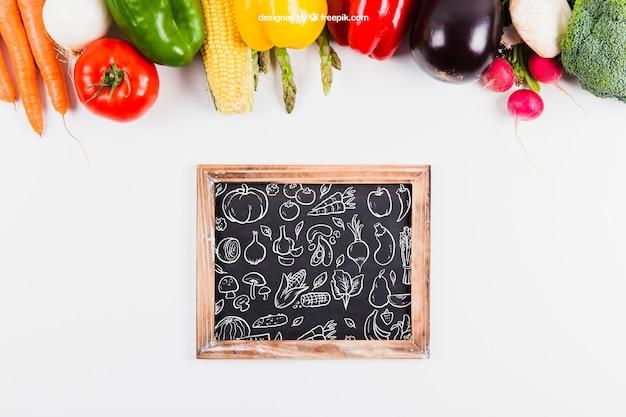 Mockup de comida sana y pizarra