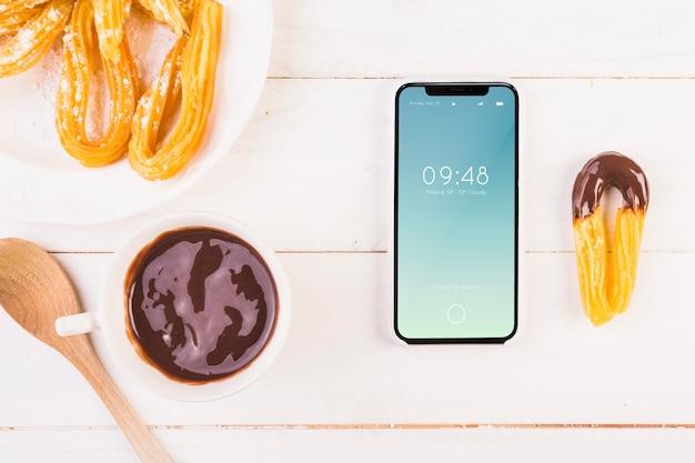 Mockup de comida típica de españa con smartphone
