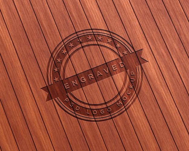 Mockup con logo in legno inciso