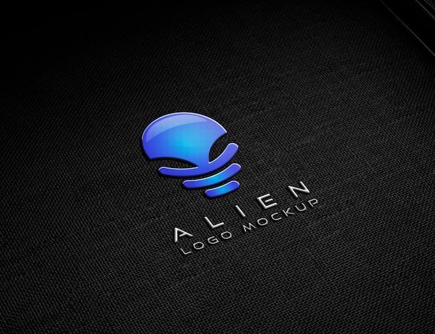 Mockup con logo in rilievo metallico