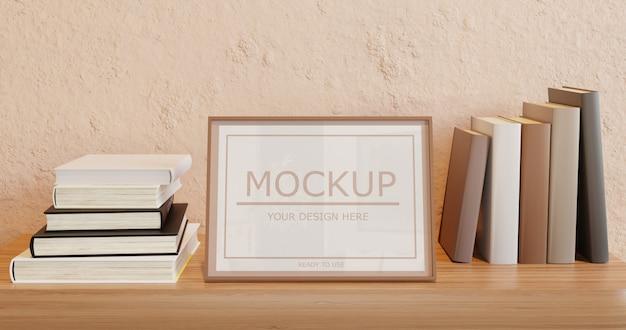 Mockup cornice verticale sulla mensola a muro con libri