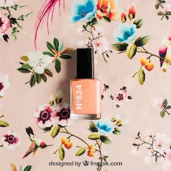 Mockup cosmetico con smalto per unghie
