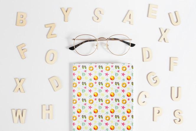 Mockup de cover con alfabeto