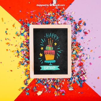 Mockup de cumpleaños con pizarra y confeti