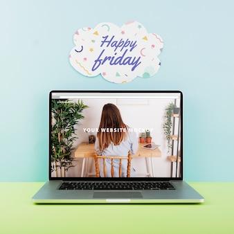 Mockup de página web con portátil en escritorio