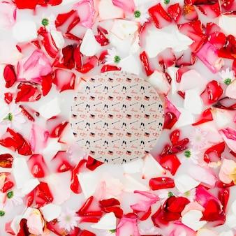 Mockup de papel redondo con flores