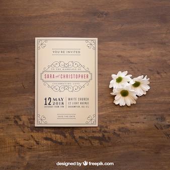 Mockup de revista al lado de flores