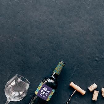 Mockup de vino con copyspace arriba