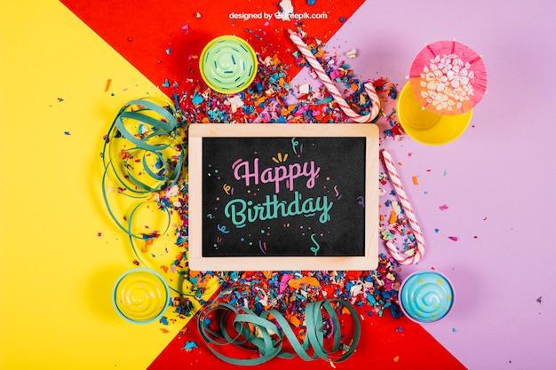 Mockup decorativo de cumpleaños con pizarra