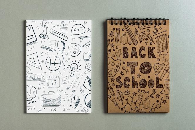 Mockup del blocco note con di nuovo al concetto della scuola