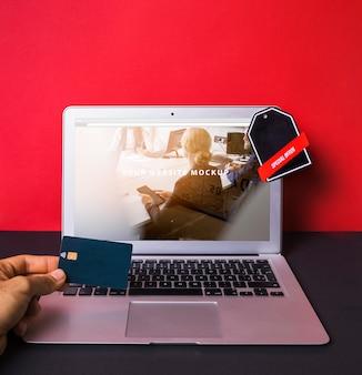 Mockup del computer portatile con il concetto di acquisto online