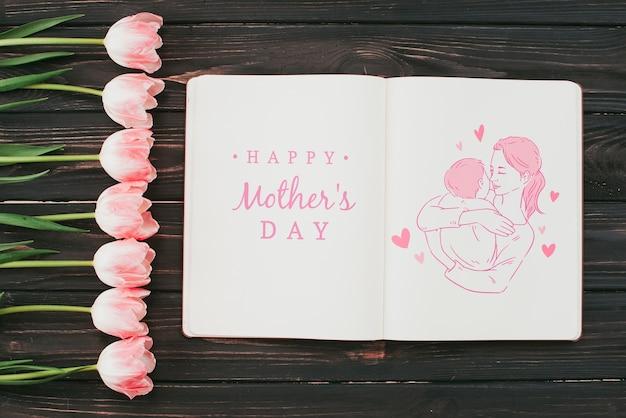 Mockup del libro aperto con il concetto di giorno di madri