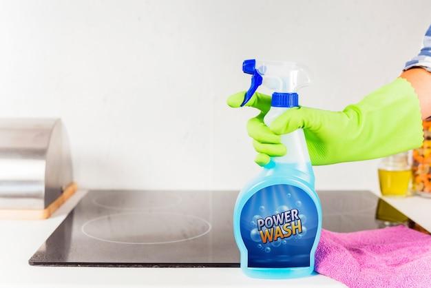 Mockup della bottiglia spray