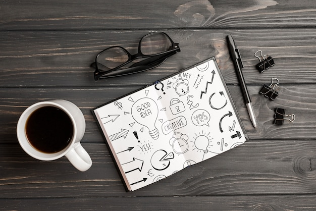 Mockup di appunti con elementi di ufficio