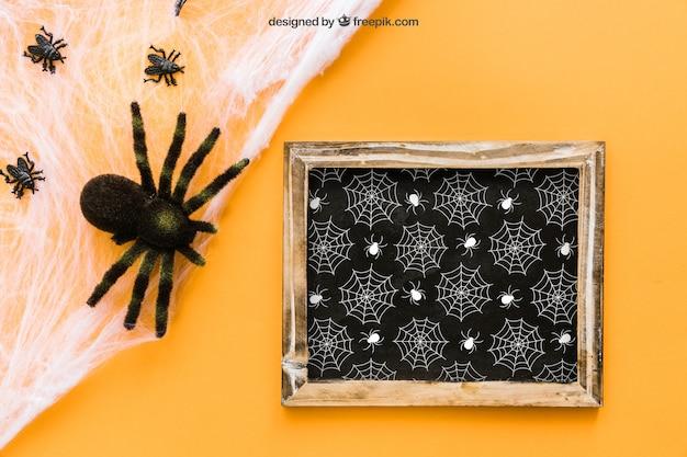 Mockup di ardesia di halloween con i ragni