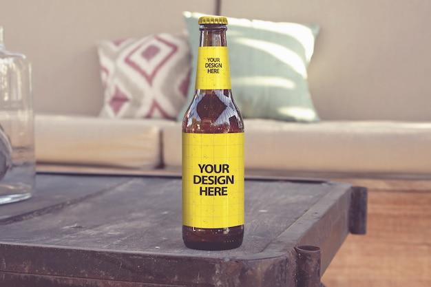 Mockup di birra in stile lounge club