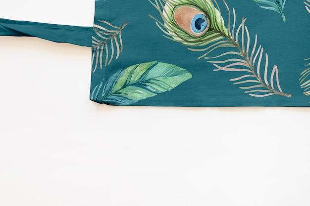 Mockup di borsa con il concetto di fiori tropicali