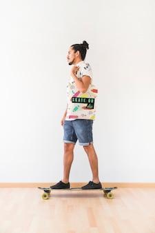 Mockup di borsa con il concetto di skateboard