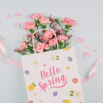 Mockup di borsa piatta laici con il concetto di primavera