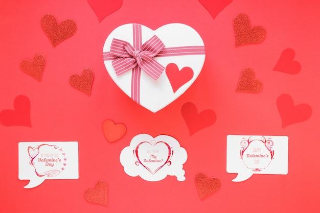 Mockup di carta bolla di discorso con il concetto di san valentino