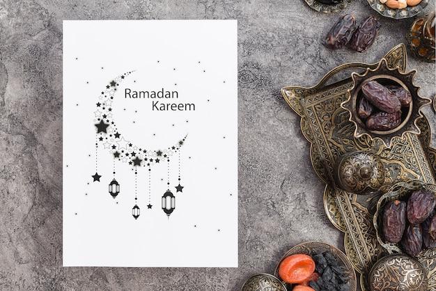 Mockup di carta con il concetto di ramadan