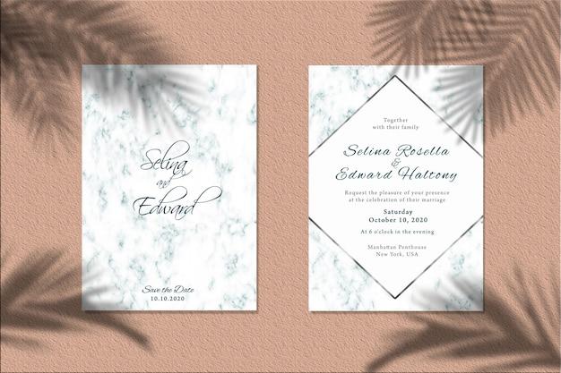 Mockup di carta di invito con ombra di foglie di palma