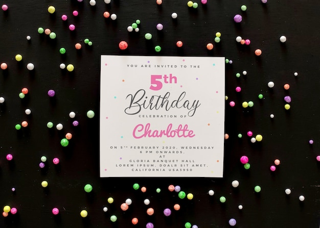 Mockup di carta di invito di compleanno