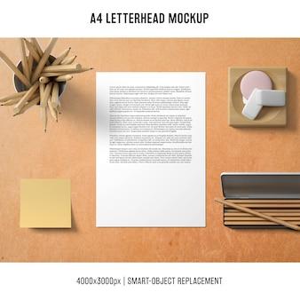Mockup di carta intestata a4 con nota adesiva