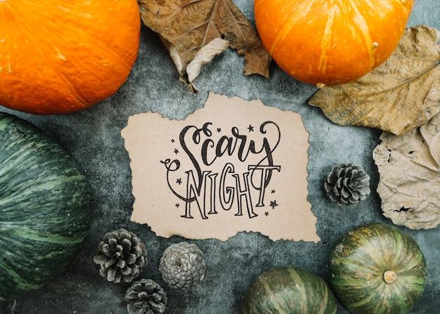 Mockup di carta strappata con il concetto di halloween e varie zucche