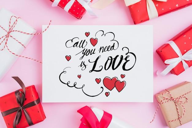 Mockup di carte di san valentino con regali