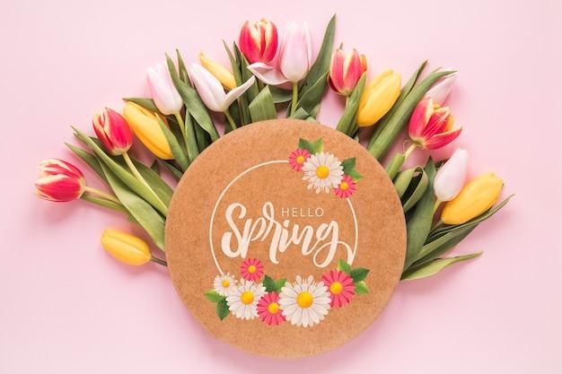 Mockup di carte piatte e rotonde per la primavera