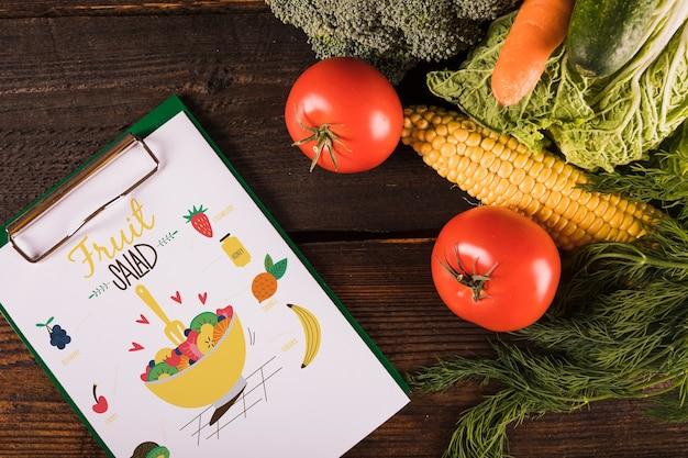 Mockup di cibo sano con appunti