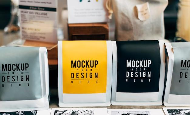 Mockup di confezioni di caffè in grani
