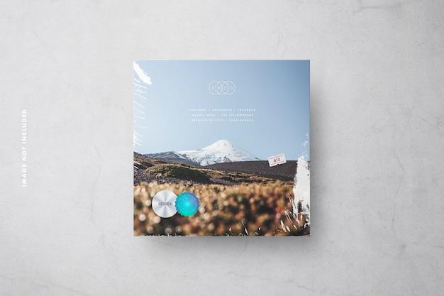Mockup di copertina in vinile con pellicola trasparente, cartellino del prezzo ed etichette di sicurezza olografiche